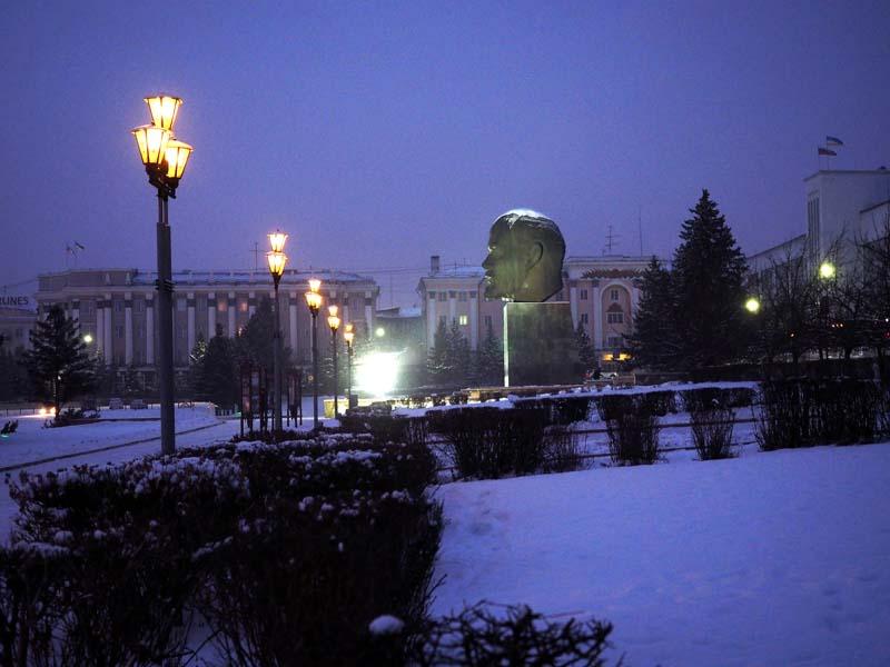 Zentraler Platz mit Lenin-Denkmal